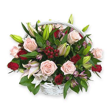 Корзина с лилиями, розами, альстромериями