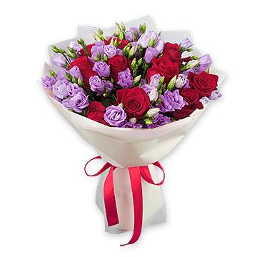 Букет з троянд та лізіантуса