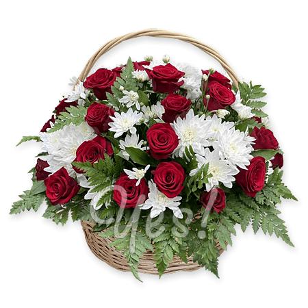 Корзинка с герберами, хризантемами и гвоздиками