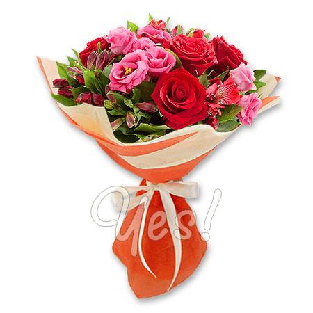 Букет из роз, лизиантусов и альстромерий