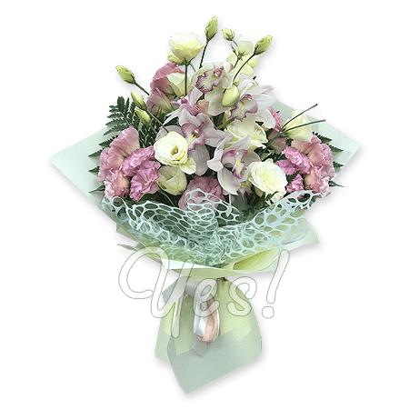 Букет из орхидей и лизиантусов