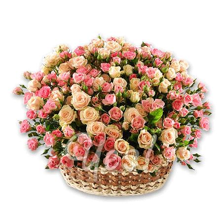 Корзина с кустовыми розами в Таллинне