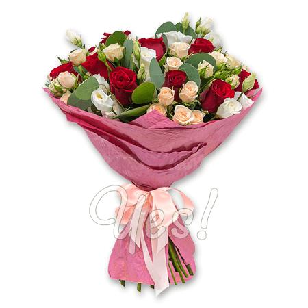 Букет з троянд і лізіантусів