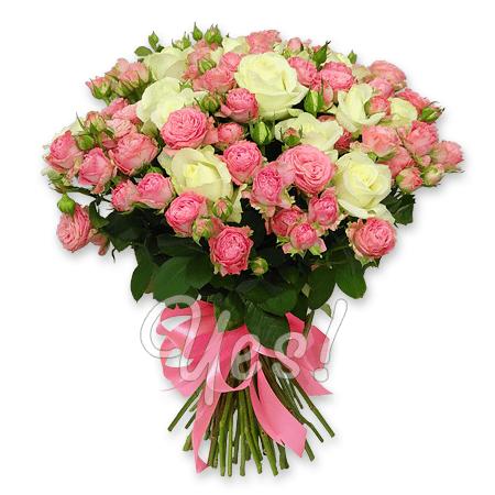 Букет из белых и розовых роз в Будапеште