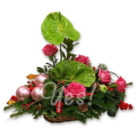 Новогодняя композиция из роз и антуриумов